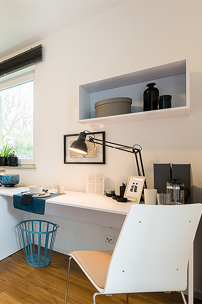 Work desk and rack in white with accessories in different shades of beige and blue