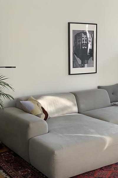 cosy grey sofa PYLLOW by MYCS close-up