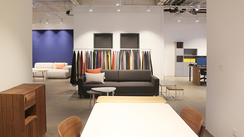 MYCS Showroom Frankfurt dining table sofa