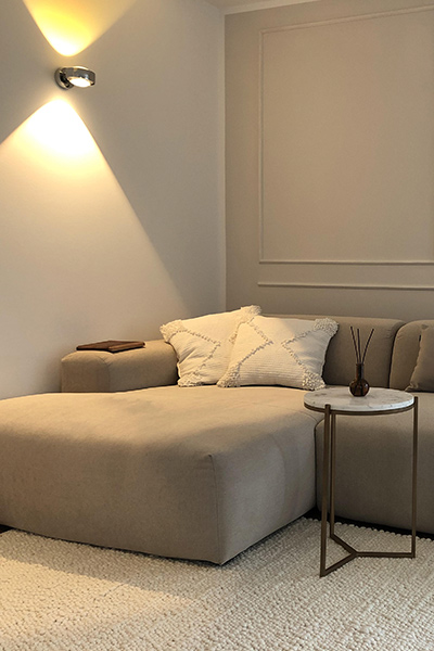 corner sofa PYLLOW by MYCS close-up in natural white